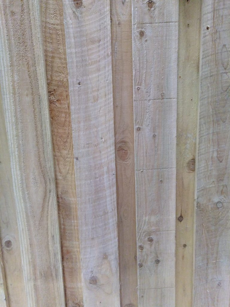 'Hit and Miss' Larch cladding